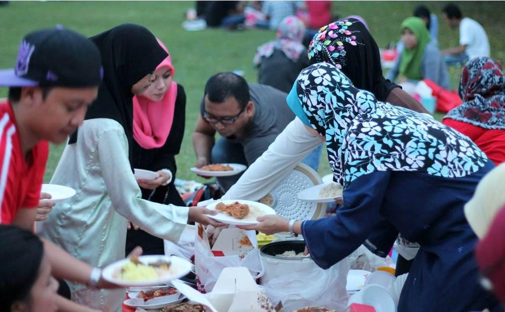 Iftar potluck Dataran Shah Alam
