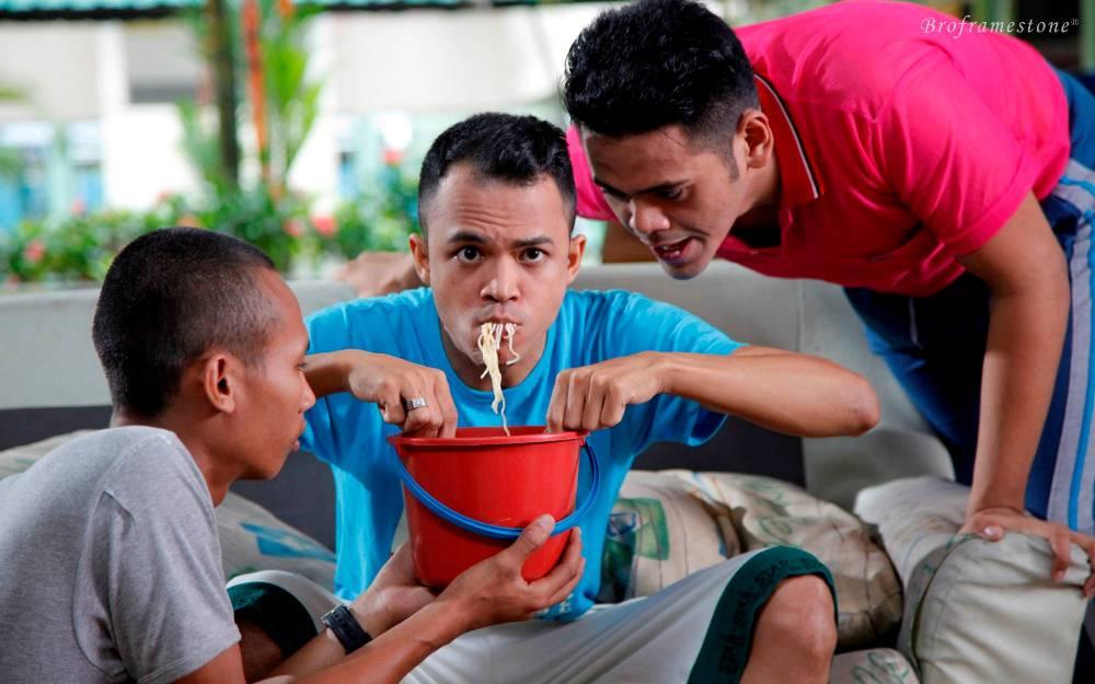 Lagenda Budak Hostel - Makan Meggi Dalam Baldi