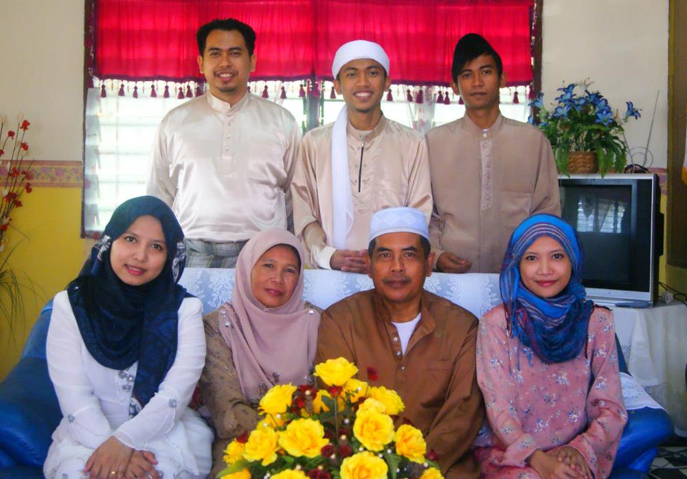 Keluarga Bahagia Mohammad Nor Ismail Behrang Stesyen