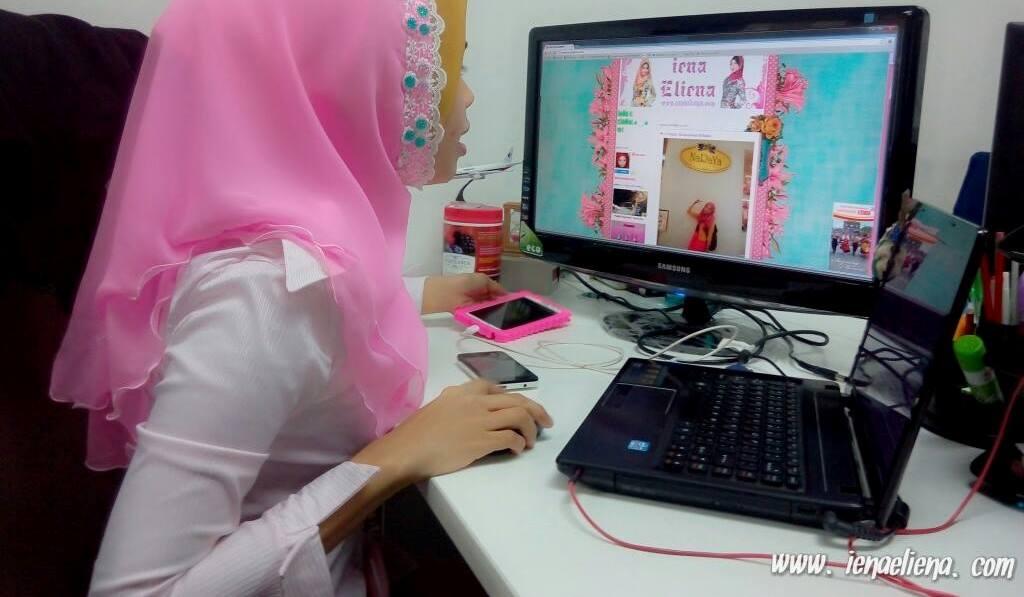Iena Eliena Kerja layan Blog