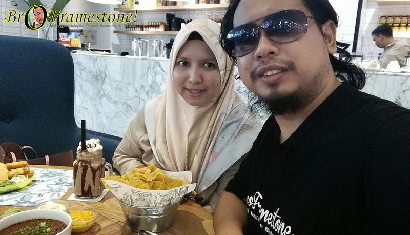 Makan Di Delicious Cafe One Utama Bersama Keluarga