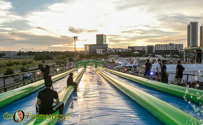 Slide The City Waktu Malam