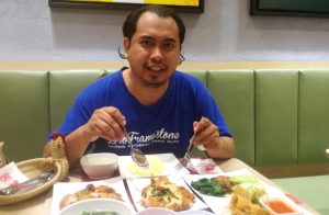 Makan di The Chicken Rice Shop